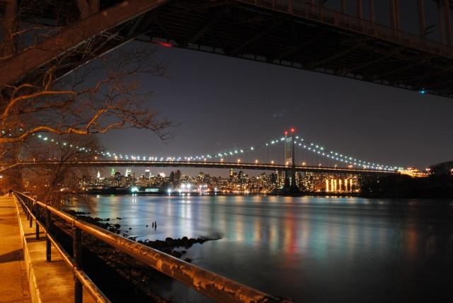Picture of the RFK Bridge at night